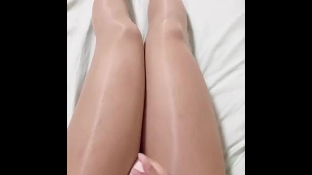 crossdresser pantyhose masturbation cum 19