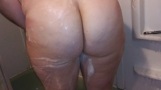 Sexy Pawg has fun with the shower head