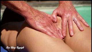 je remercie le netoyeur de piscine de m'avoir passé de la crème sur les fesses
