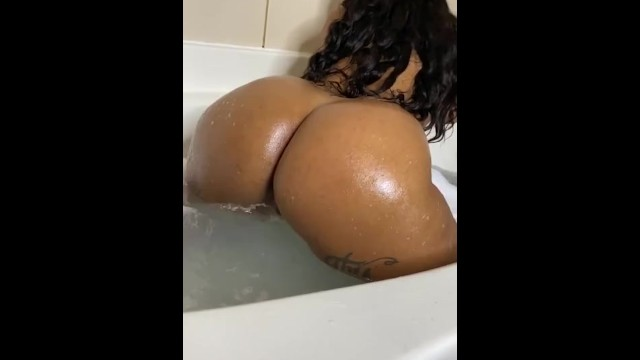 Watch me play in the tub 🛁 10