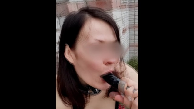 I fuck myself with a black dildo, piss and squirt in an abandoned house 11
