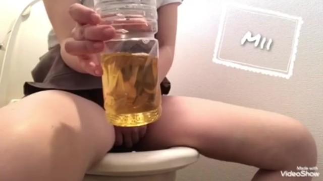【ペットボトルにおしっこを..再挑戦】おしがま 放尿 トイレ 35