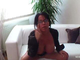 Reife deutsche Frau gibt Sex Nachhilfe mit versautem Dirty Talk
