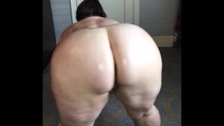 Thick Ass Milf Oiling Her Big Ass Up!