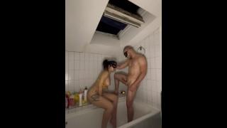 Ma voisine reviens se faire baiser dans ma salle de bain je lui defonce le cul sauvagement !!