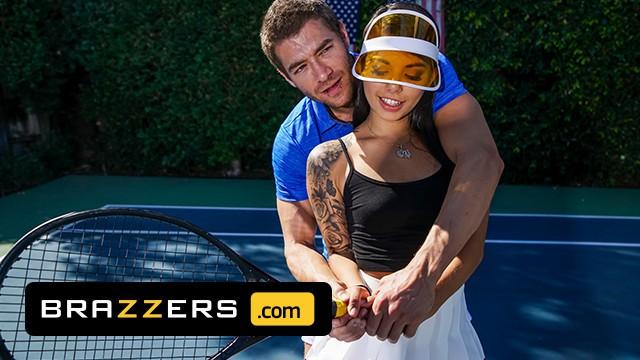 Brazzers หนังเอ็กลาติน ครูสอนเทนนิสสุดหล่อสอนจับแร็กเกตแต่ดันเอาควยมาดันหลัง Gina Valentina นักเรียนชาวละตินเลยขอจับควยเย็ดกับครู Xander Corvus เอากันนอกสถานที่