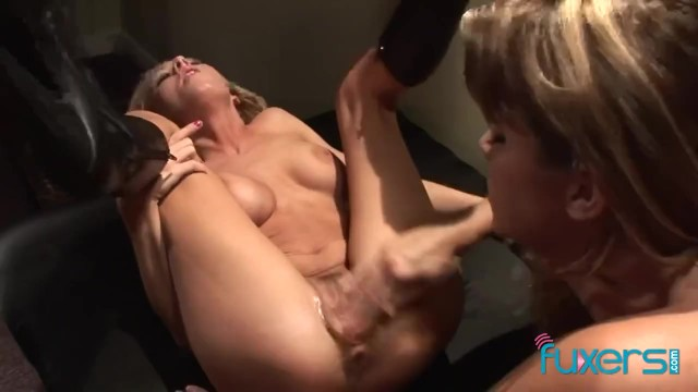 2 blondes share cock
