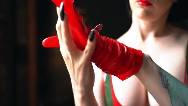 How to put on a red latex glove