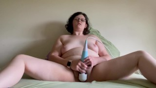 MILF orgasms from vibrator until power outage