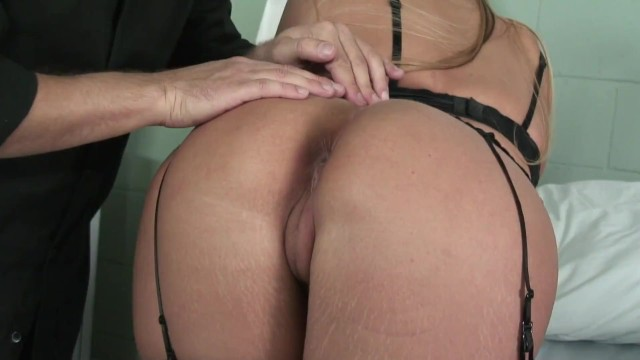 PAWG Milf With Perfect Pussy Lips Gets Licked Fingered And Fucked By Her Psychiatrist 1