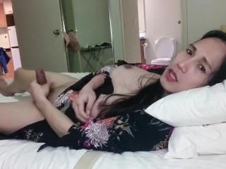 Solo masturbate her 7 inch cock cum alot...