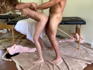 I fucked masseuse after parlor closed...