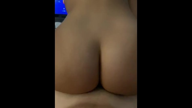 Wifey rides cock in reverse cowgirl 14