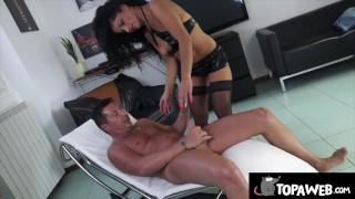 Lisa Stella squirta sul cazzo di Perre DJ