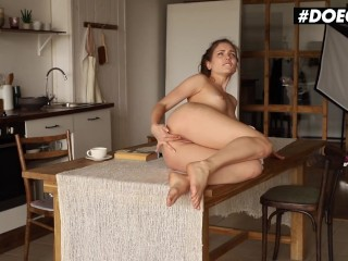DOEGIRLS – Naughty Babe Mary Rock Hot Clit And Pussy Rubbing In The Kitchen