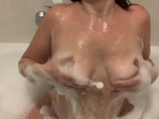 Take a bath with me curvy boobs...