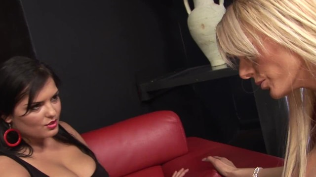 Gorgeous Huge Tits Club Dancer Sucks And Rides Her Favorite Clients Dick 17