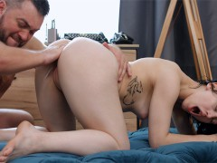 DocSquirt - Mia Parker - Cute brunette squirts thanks to Doc
