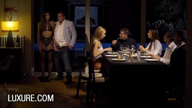 Anal tentation during a swinger dinner 5