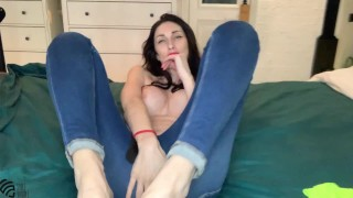 Liza Virgin in sexy jeans fucked herself with a dildo and get orgasm
