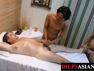 Mature dilf spitroasted by massaging in trio...
