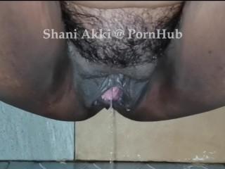 Mature woman pissing in bathroom big juicy black...