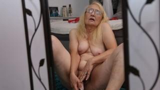 Granny Dildo Masturbation